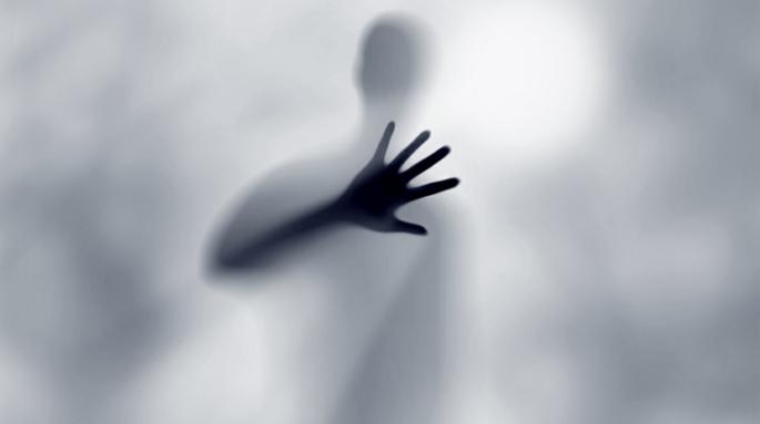 faceless-grey-gray-man-in-the-fog-750